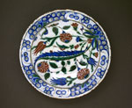 16th-century Fritware Plate with Floral Decoration from Iznik, Turkey