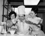 Food Exhibition in Waverley Market - Eric Milligan - Chef - Is fed spaghetti by 2 girls